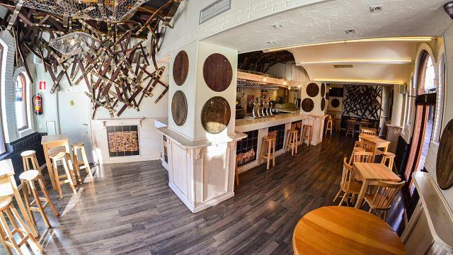 decoración de un bar por Roberto Riego