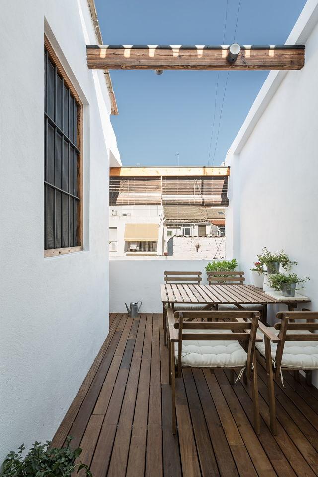 rehabilitación de terraza exterior de una casa