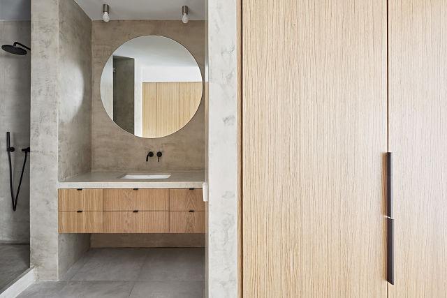 Baño principal reformado en apartamento