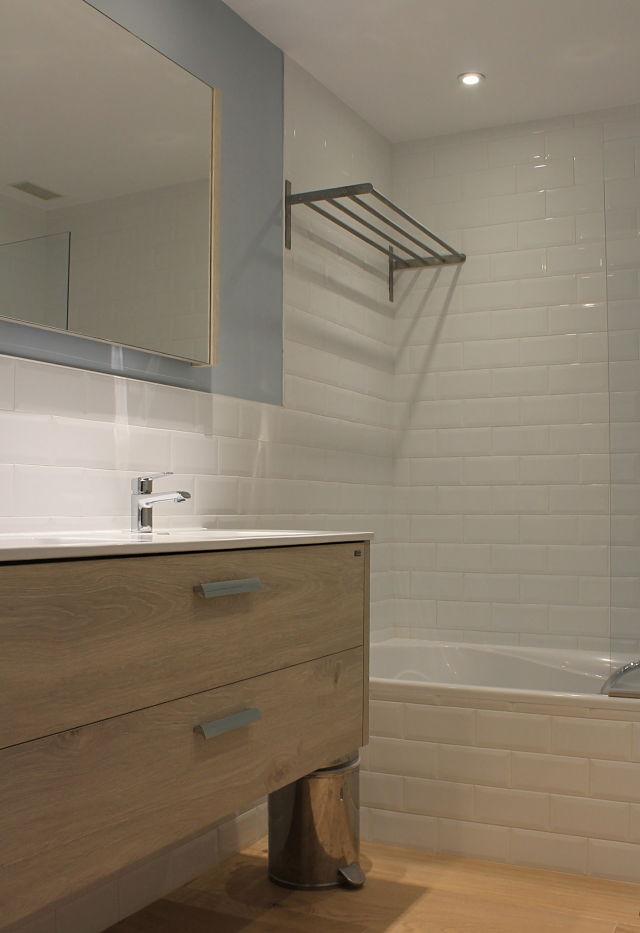 Diseño de interiores nórdico en baño de niños