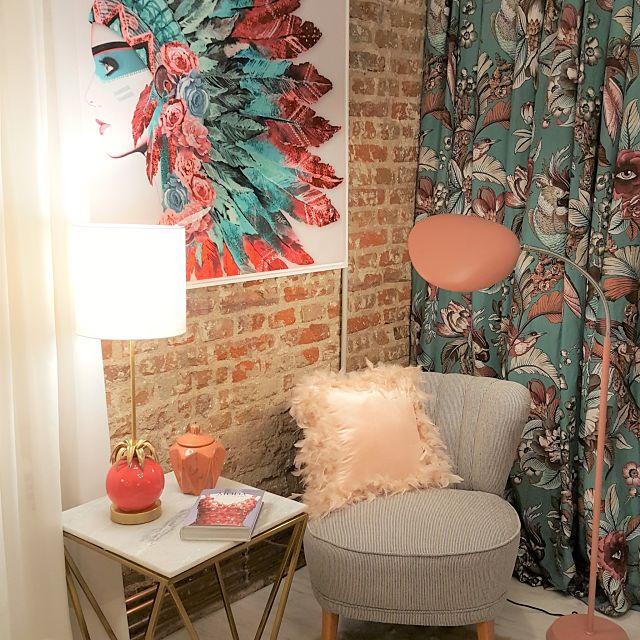 Decoración de apartamento con sillón de lectura