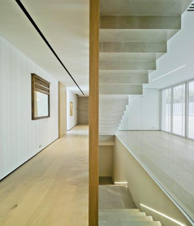 Diseño minimalista y contemporáneo de escalera