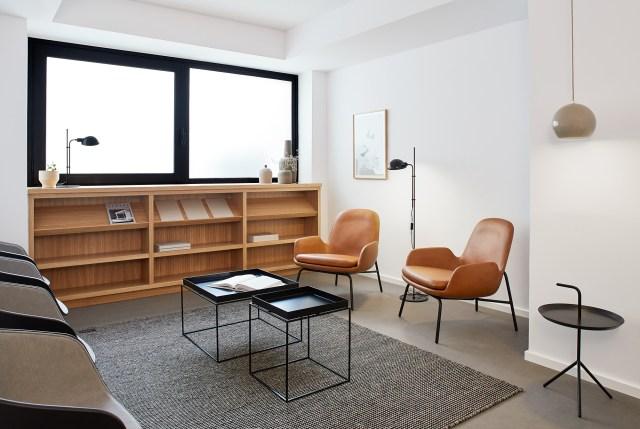 Mobiliario de diseño en la decoración de interiores de una clínica