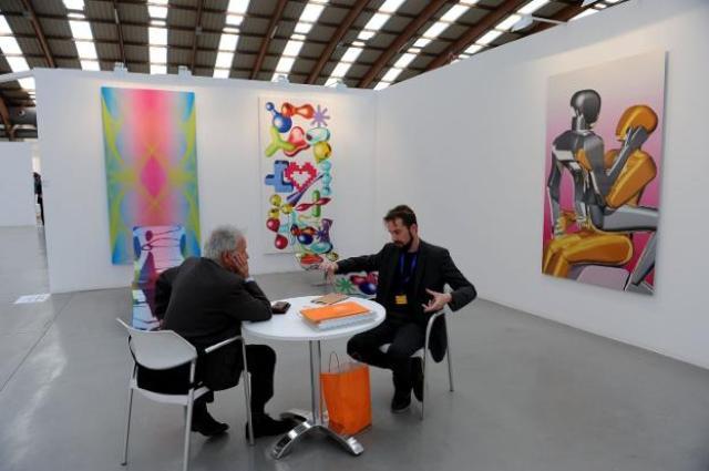 Lámpara Marie Coquine de Baccarat y la escultura Rabbit de Jeff Koons, Galería Vértigo.