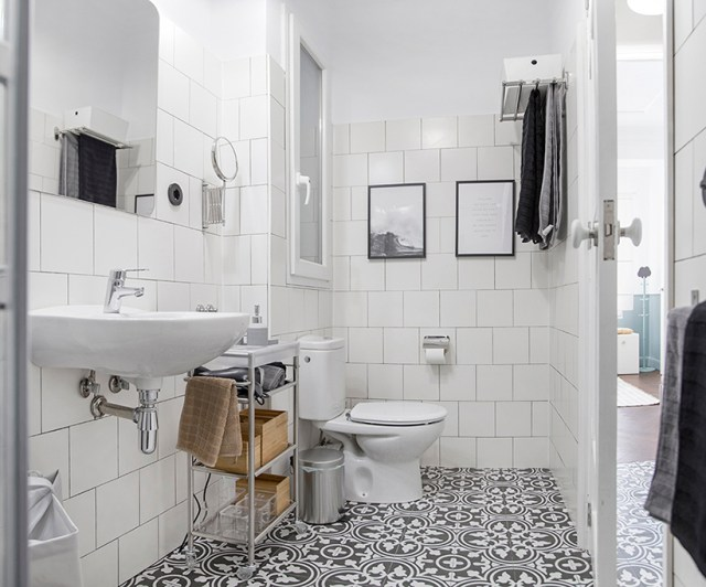 Decoración de baño en blanco y negro