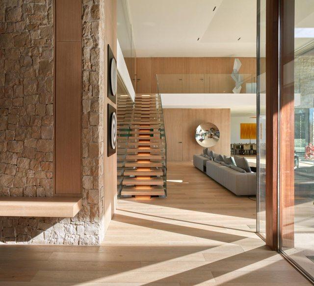 Escalera de diseño en casa de La Finca
