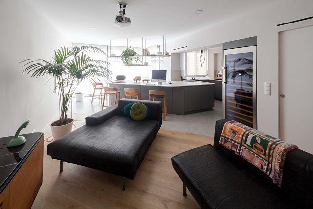 Cocina abierta al salón en diseño open space