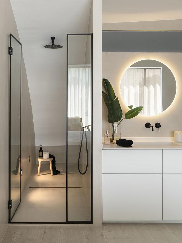 Detalle del baño integrado en dormitorio en proyecto slow deco