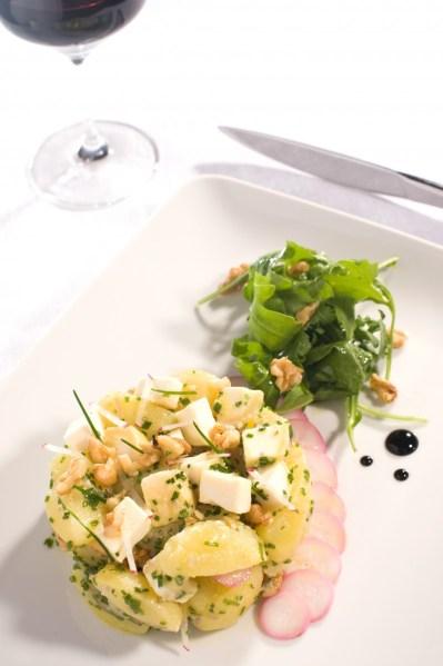 Salade de pommes de terre rattes et gros cubes de Chavignol TerroirEvasion.com