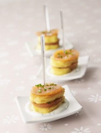 Recette festive. Bouchees de quenelles et truite fumee sauce ciboulette TerroirEvasion.com
