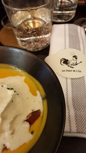 Fous de L'ile Velouté de Butternut, copeaux de magret fumé maison, crème fouettée à la truffe TrerroirEvasion.com