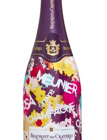 Un Champagne qui pétille de couleurs ! Le champagne Beaumont des Crayères s'invite désormais sur les tables de plus de 25 pays ! Pour fêter l'événement, la Maison de champagne Beaumont des Crayères a imaginé une « cuvée Expression » taguée en six langues et habillée aux couleurs pétillantes de l'été ! Cette cuvée de grand style joue entre le fruité de la mirabelle et les arômes frais de reine-claude et d'agrumes ; la finale est légèrement épicée et développe une belle longueur en bouche. Il accompagnera, en couleurs, les apéritifs enchantés de cette fin d'été ! Champagne Beaumont des Crayères – Grande Réserve Brut Edition limitée 2017- 24.70 € www.champagne-beaumont.com