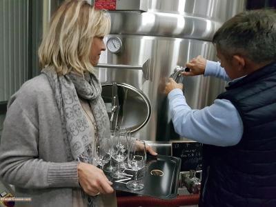 Champagne Colin 1200 Delphine et Richard dégustation vin clair_c2i