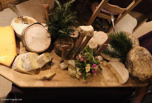 Chalets Hôtel la Croix Fry - Plateau de fromages Savoyard