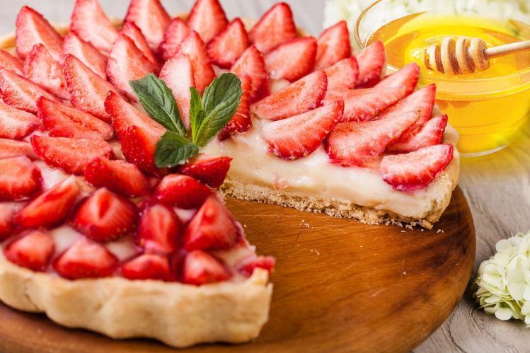 Tarte aux fraises et au miel et pêche bio