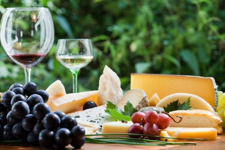 Fromages et Vins saveurs aux accords harmonieux