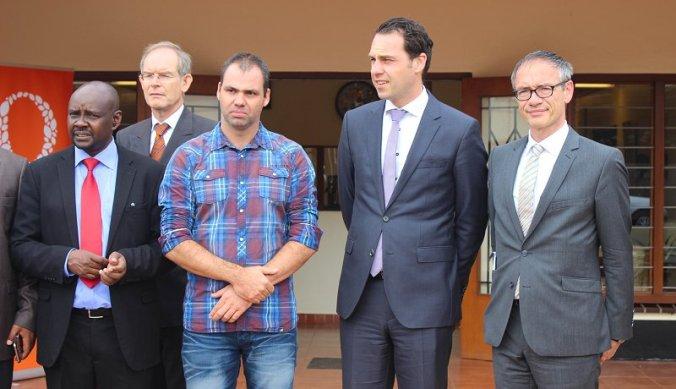 Martijn van Dam met delegatie bij Fides Tanzania