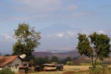 Uitzicht over farms rond Kilimanjaro