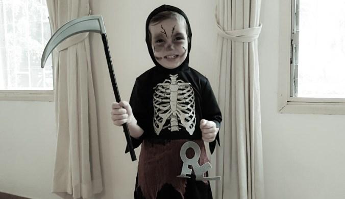 Julian verkleed met Halloween