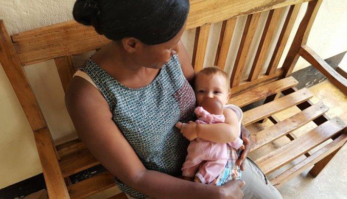 Lisan met Naomi en haar witte pop