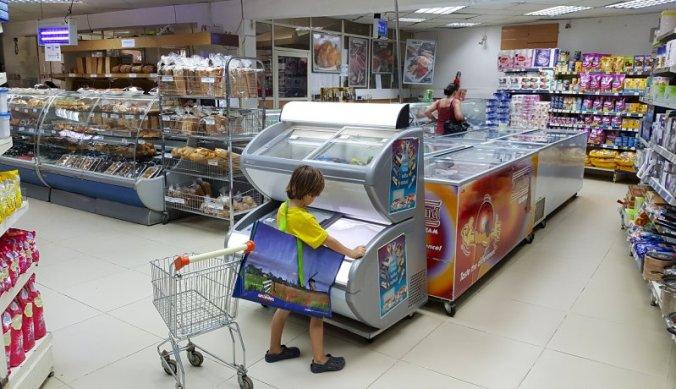 In de supermarkt in Arusha