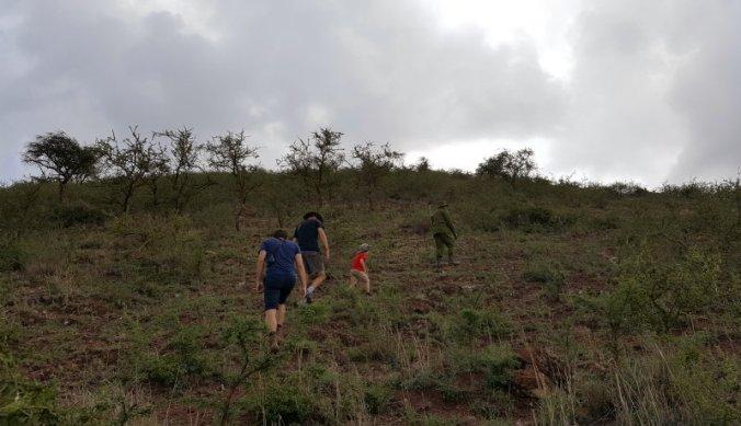 Beklimmen van de nabij gelegen heuvel vanuit Ndarakwai Lodge