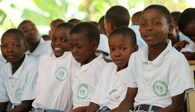Voormalige straatjongens opgevangen door de Watoto Foundation Tanzania