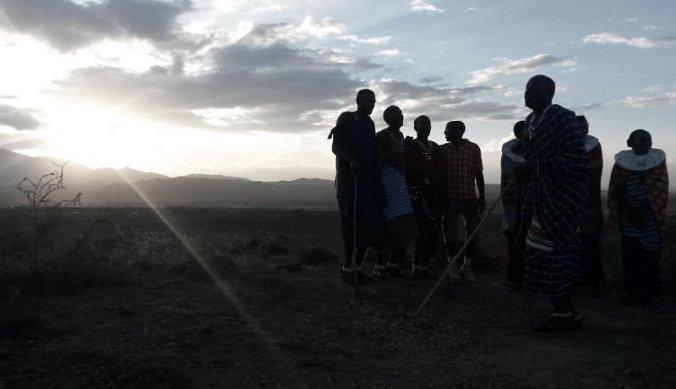 Maasai dansend bij Masai Lodge