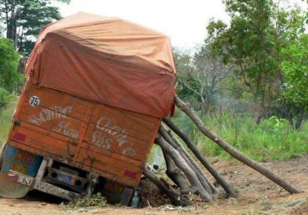 Vrachtwagen steunen | This is why I love Africa