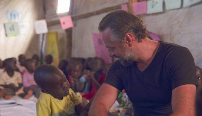 Tom Waes met een Zuid-Soedanees kindje