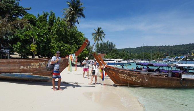 Aan de tropische kust in Thailand, Ao Nang