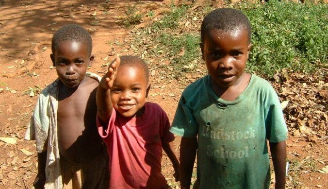 Kindjes langs de weg - vrijwilligerswerk Afrika
