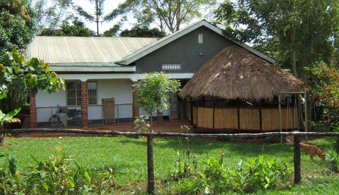 Huisje, boompje, beestje in Uganda Mukono