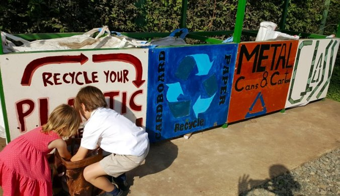 Recyclen op Kennedy House International School in Arusha