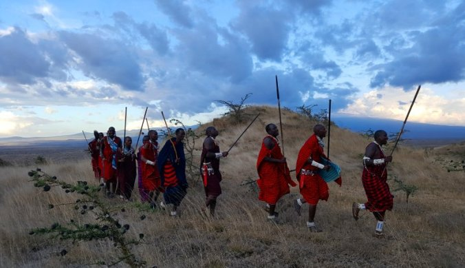 Dansen en speer werpen in Maasai Lodge