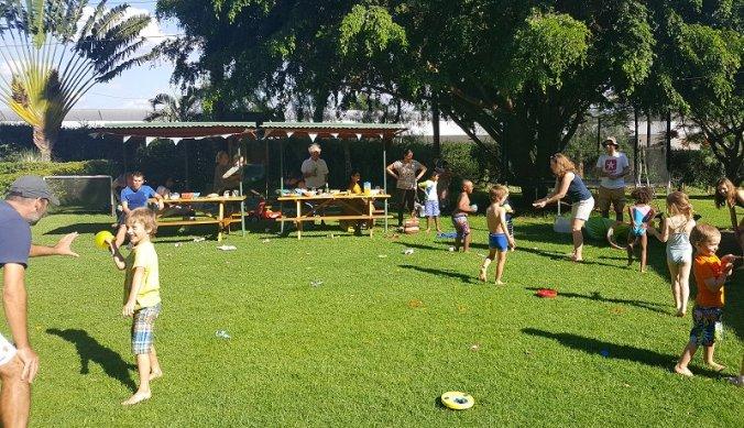 Waterballonnengevecht op zesde verjaardagsfeestje