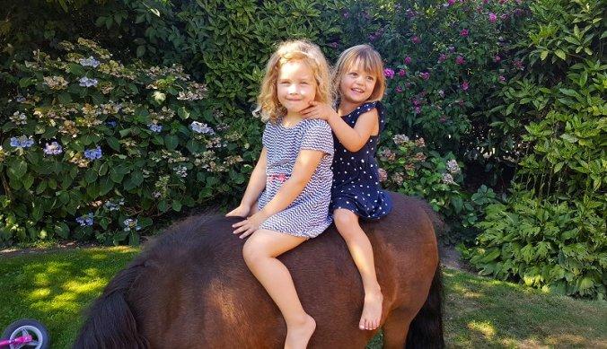 Samen op de pony