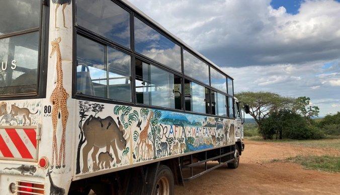 Bus naar neushoorn reservaat in Mkomazi
