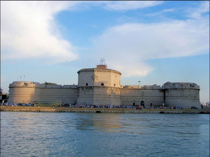 Incendio Notre-Dame: a Civitavecchia il Forte Michelangelo si tingerà del tricolore francese
