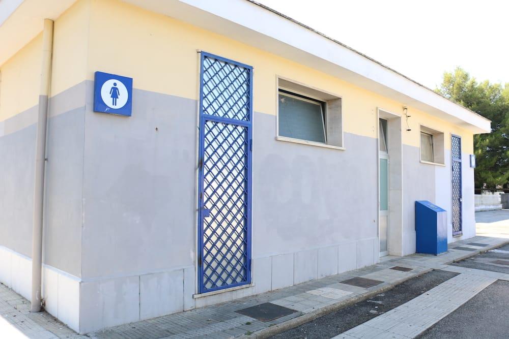 I bagni chiusi della stazione di Ladispoli