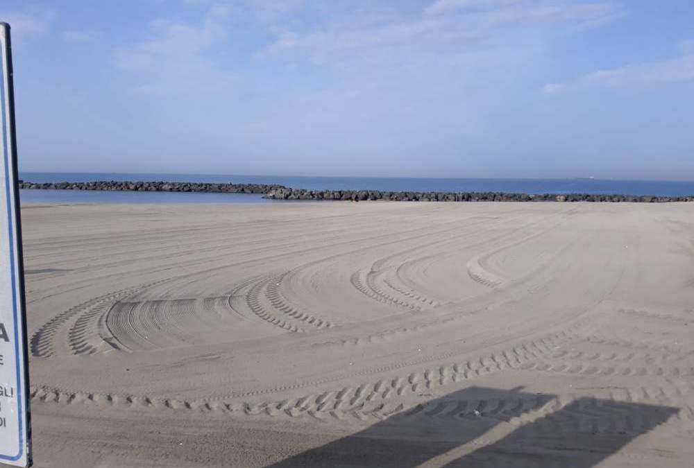 Fiumicino, festività di Pasqua e 1 maggio: pulizia di tutte le spiagge