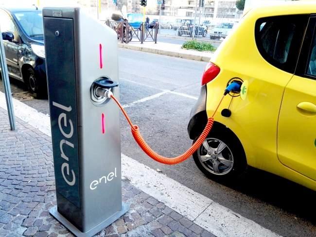 Manziana verso la smart city: in arrivo le colonnine per la ricarica dei veicoli elettrici