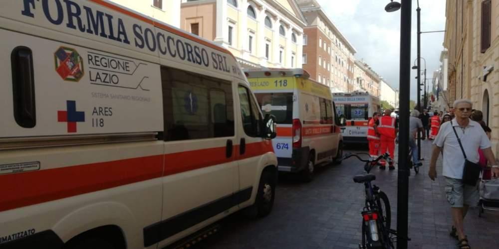 Quattro ambulanze per una donna caduta: eccesso di soccorso a Civitavecchia