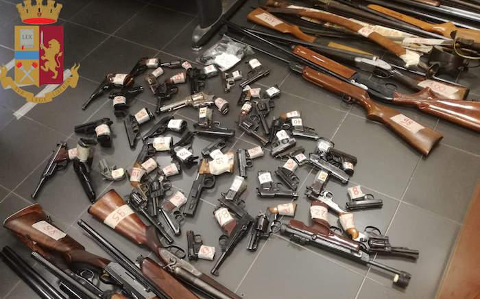 San Paolo, controlli amministrativi della Polizia: ritirate 600 armi tra pistole e fucili