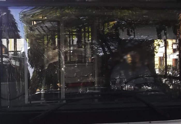 Cristoforo Colombo, principio di incendio su vano motore del bus: fiamme spente da autista Atac