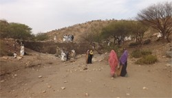 Pic. 2: Nakfa, Eritrea. Villagers working on the micro dam construction