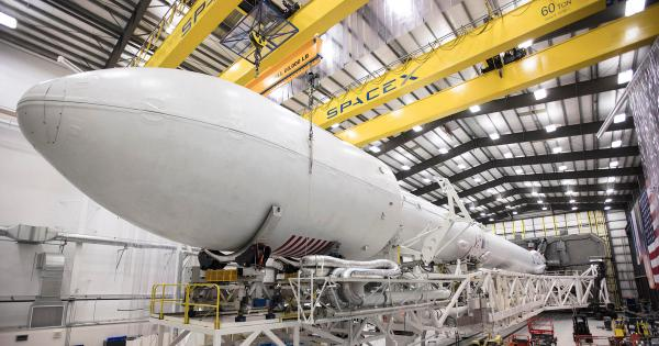 Iridium-1 Falcon 9 SLC-4 hangar (SpaceX) 3 - TESLARATI