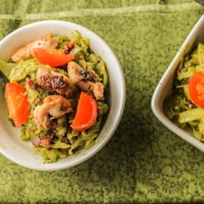 Pesto Spaghetti Squash w- Crispy Chicken & Bacon #Paleo #Whole30 #keto #spaghettisquash #pesto #bacon #chicken