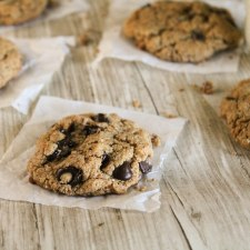 Flourless & Paleo Chocolate Chip Cookies