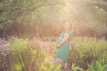 Tessa Trommer Fotografie Erfurt Babybauch Schwangerschaftsfotografie Luisenpark Blumen Sonnenuntergang Gegenlicht